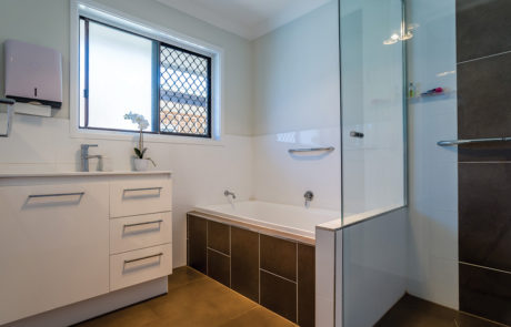 Mount Gravatt Arafmi House_Bathroom